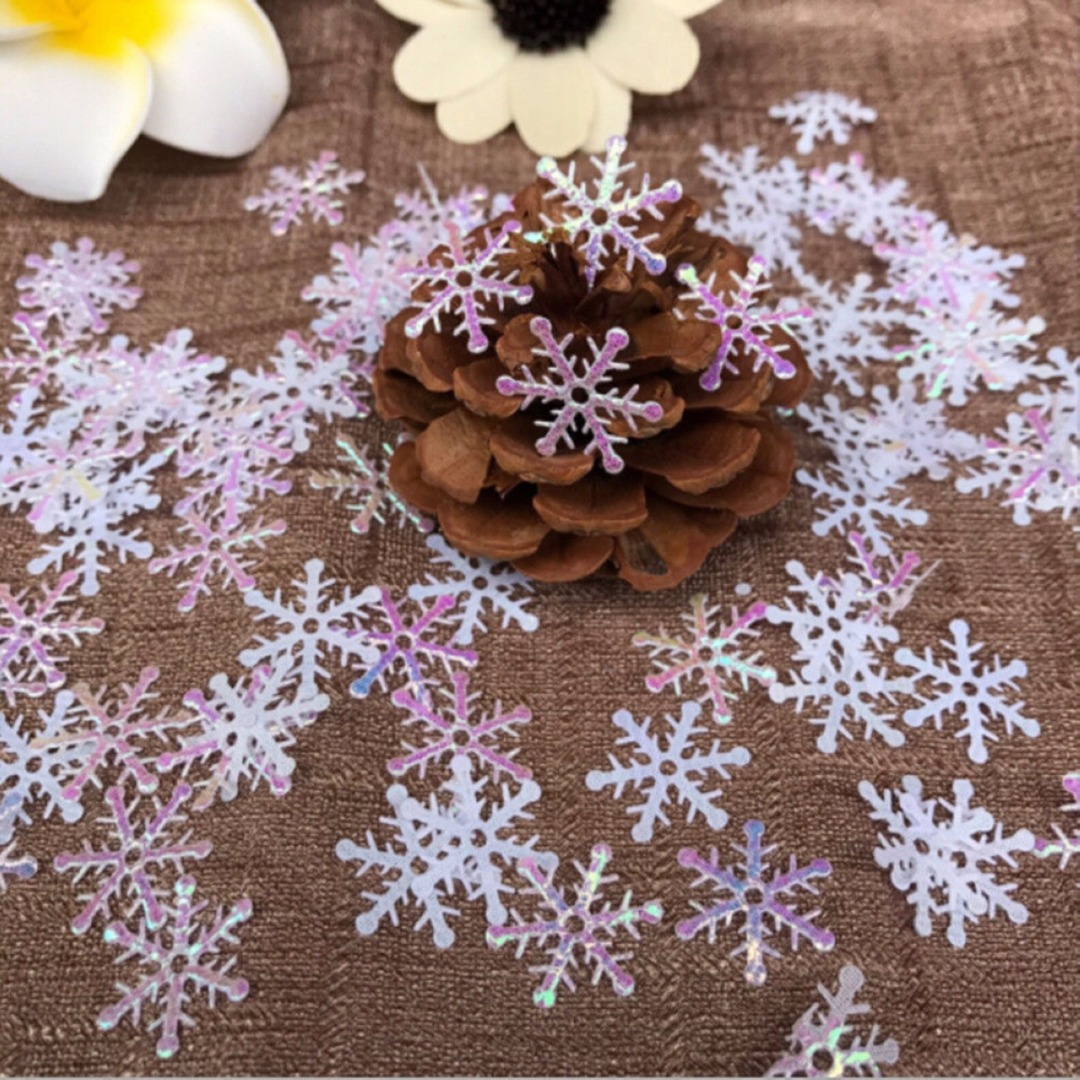 DIY 300pcs Christmas Snowflake Ornaments Tress Holiday Party Festival Home Decor