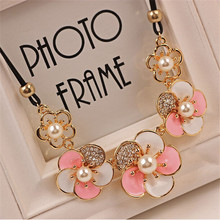 Free shipping! Trendy Imitation rhinestone gem women DAISY rose flower statement necklace summer style lady pink diomand jewelry