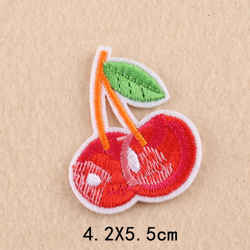 Fruits Beaded Patches Peach Banana Cherry Pineapple Crystal Applique Embroidered DIY Badge Sew On Clothes Hat Bags Garment Accessories BG372