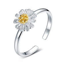 Fashion silver plated finger ring for women's silver-plating wedding jewelry daisy flower shape Open adjustable size ring(China)