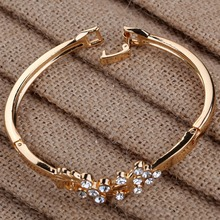 women's Grace vintage style Gold Hollow Peacock Wing Shining Crystal rhinestone Chain Link friendship Bangle Bracelet