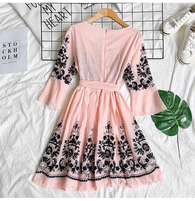 2019 Spring Summer V-neck Embroidery Dress Flare Sleeves Bohemian Dress Belted Ethnic Loose Vintage Dress 70
