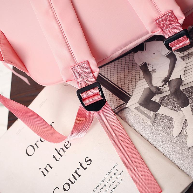 Seotavate lipsukeste ja kirjadega seljakotid