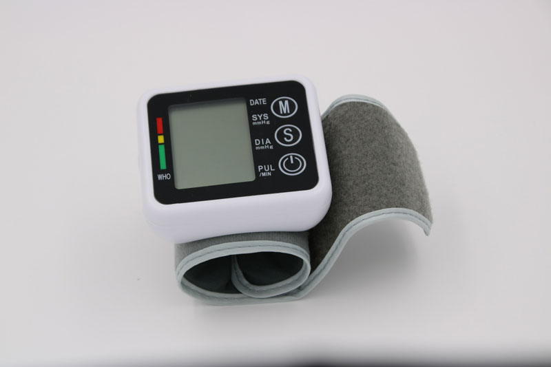 Household Health Care Germany Chip Automatic Wrist Digital Blood Pressure Monitor Tonometer Meter For Measuring And Pulse Rate 19