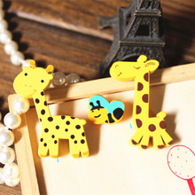 Timlee X132 Cartoon Cute Animal Giraffe Bee Natural Wood Brooch Pins Safety Pins Jeans Bag Decoration Brooches Gift Wholesale