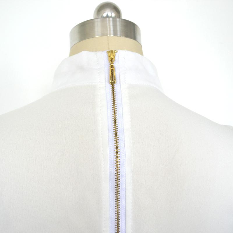 Moodsad tikanditega pükskostüümid