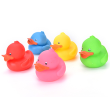 1PCS 9 x 8cm Colorful Bathtime Rubber Duck Bath Squeaky Water Play Fun For Kids Bath Toys Random Color