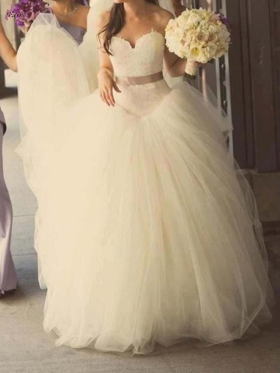 Мое лицо когда ты фоткаешся в свадебном платье и ставишь его на аву, Мем