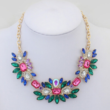 Free shipping 2017 new exaggerated major suit fashion in Korea all-match sweet crystal flowers fresh color stone necklace women(China)