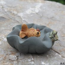 The frog goldfish find direct origin of Yixing ore purple small tea tea set pet sculpture ornaments accessories