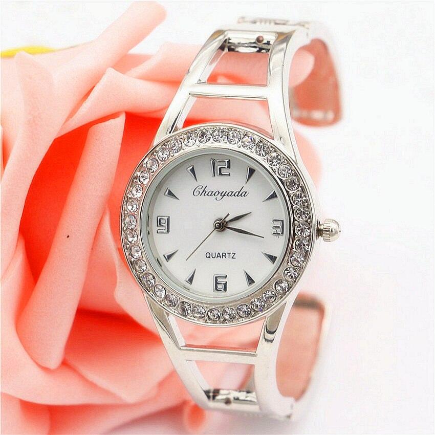 Модные часы для женщины