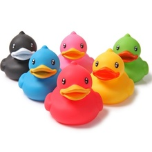 6pcs/ Set Multi-color Duck Design Interesting Bath Toys Rubber Float Squeeze Sound Squeaky Bathroom Swimming Toys