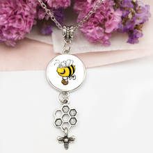 samll Bee baby Necklace Honey Bee Necklace Cute Insect Bumblebee Beehive women jewelry girls Wholesale photo glass pendant 20mm