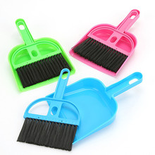 Plastic Broom Dustpan Whisk Dust Mini Desktop Cleaning Brush Computer Keyboard Brush Home Clean Tools TRQ151