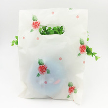 100pcs / lot Beige Red Rose Plastic Gift Bag Boutique Carrier Shopping Bags 15X20CM Plastic Gift Bags With Handles Z409(China)