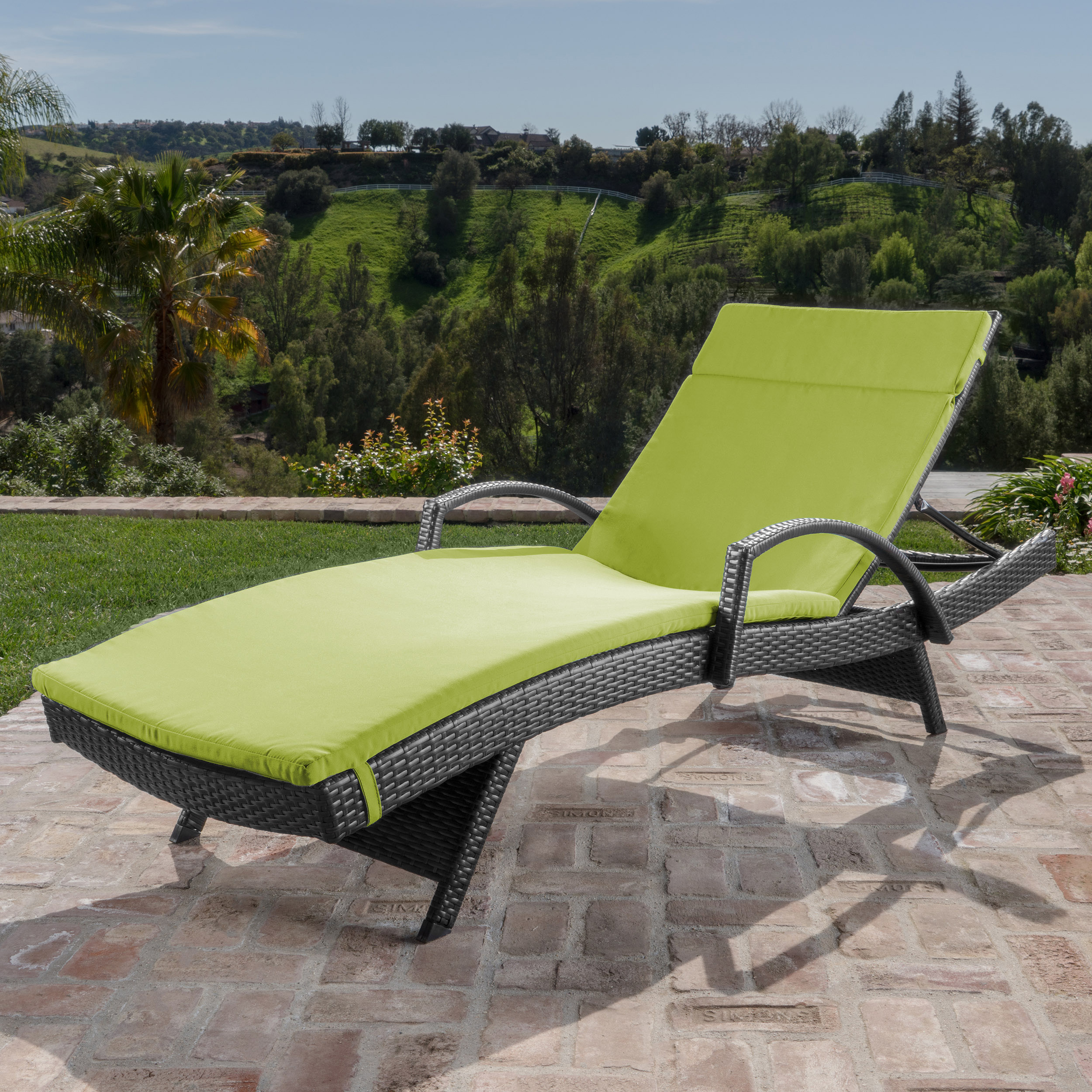 Solaris Outdoor Gray Wicker Armed Chaise Lounge with Wicker Accent Table (4)