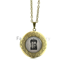 British science fiction television Doctor Who pendant jewelry vintage tone Tardis time ship locket necklace time travel HH218