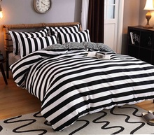A simple fitted four piece  black and white striped 1.51.8 meters three sets of special offer dormitory bedding quilt