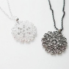 Women's Fashion Bohemian Hollow Flower Rhinestone Necklace Long Sweater Chain Pendant 4ND71