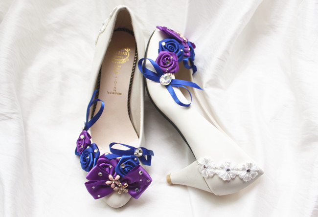 2017 new arrival luxury handmade flower bow bowtie party shoes white color with red blue flowers high heel  party shoe<br>