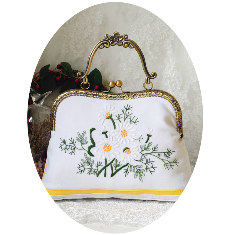 2017 Handmade Vintage Bags Embroidery Daisy Floral Flower Sewing Metal Frame Flower Kisslock White Bags Clutch Handbags<br><br>Aliexpress