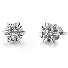 0.6CT/Piece Romantic Snow Flake shape Anti allergic Fine Synthetic Diamonds earrings stud for women anniversary birthday gift