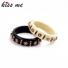Famous Brand Jewelry KISS ME Designer Channel Cuff  Bracelet Black White Resin Flowers Bangles for Women