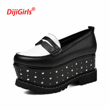 Luxury Brand Flat Shoes Women Platform Loafers Fashion Genuine Leather Rivet Platform Women Shoes New Autumn Shoes Zapatos Mujer