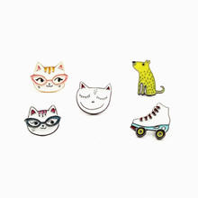 1 PCS Roller Skates Shaped Badge Dogs and Cats Brooch Female Animals Icons on The Backpack Badges for Clothing