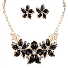 2017 Big Enamel Flower Necklace Jewelry Choker Necklace For Women European Charm Necklace Set Beautiful Gift