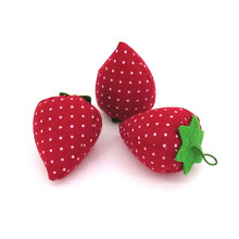 1PC Novelty Cotton Strawberry Shaped Ball Crafts Sewing Needles Holder Pin Cushion DIY Sewing Tool Accessary Kit