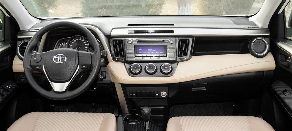 Toyota-RAV4-2015-interior-1-s