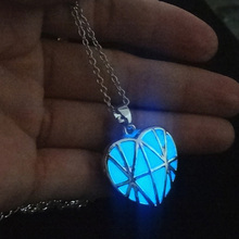 Hollow Out UK Flag Shape Luminous Stone Necklaces Heart Charm Glowing Necklaces Pendants Glow In The Dark Necklaces For Lovers