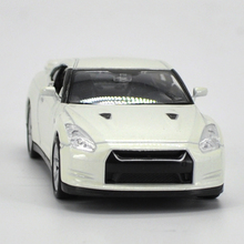 WELLY 1:36 Model Car Nissan GTR White Metal Racing Vehicle Play Collectible Models For Baby TOYS Free Shipping
