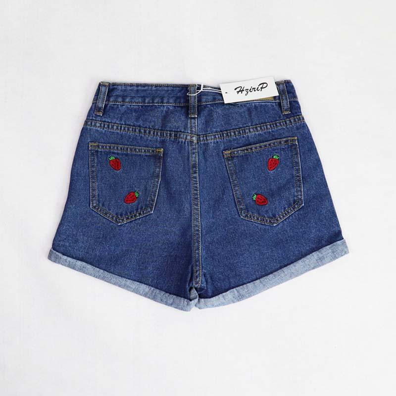 Lühikesed teksased maasikatega
