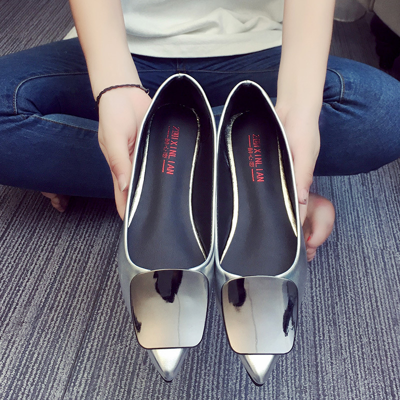 Popular Pointed Toe Patent Leather Solid Flats Womens Vintage Shoes Sequined Casual Shoes 2017 New Autumn Plus Size 40<br><br>Aliexpress