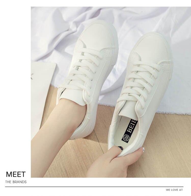 حذاء نساء لون ابيض 16