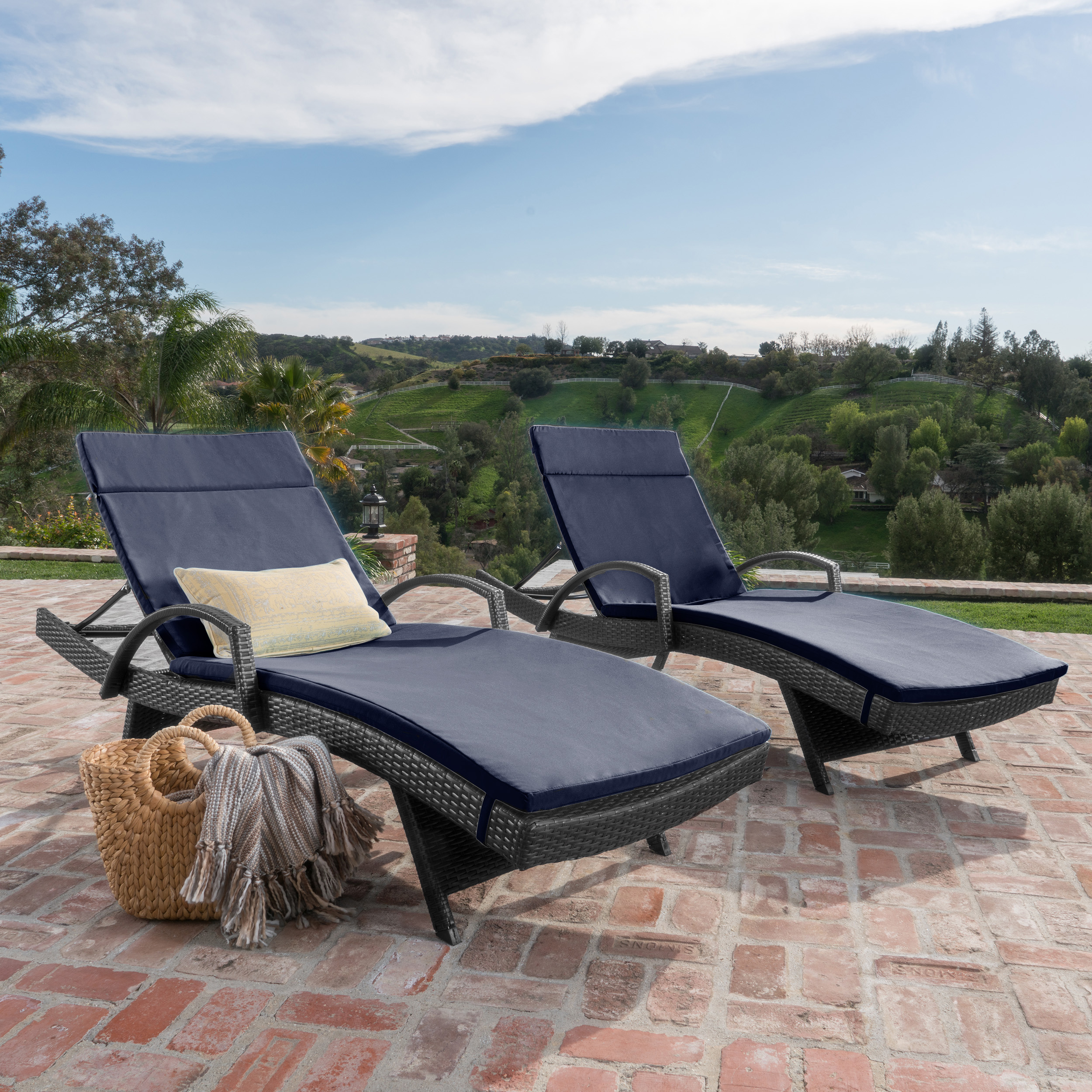 Soleil Outdoor Wicker Chaise Lounges w/ Water Resistant Cushions (Set of 2) (5)
