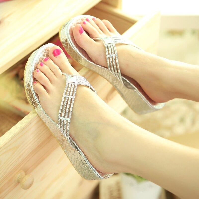 Фото женских ног во вьетнамках