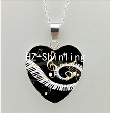 New Grand Piano Heart Necklace Music Piano Heart Pendant Black and White Piano Keys Jewelry Women Heart Shaped Necklace HZ3