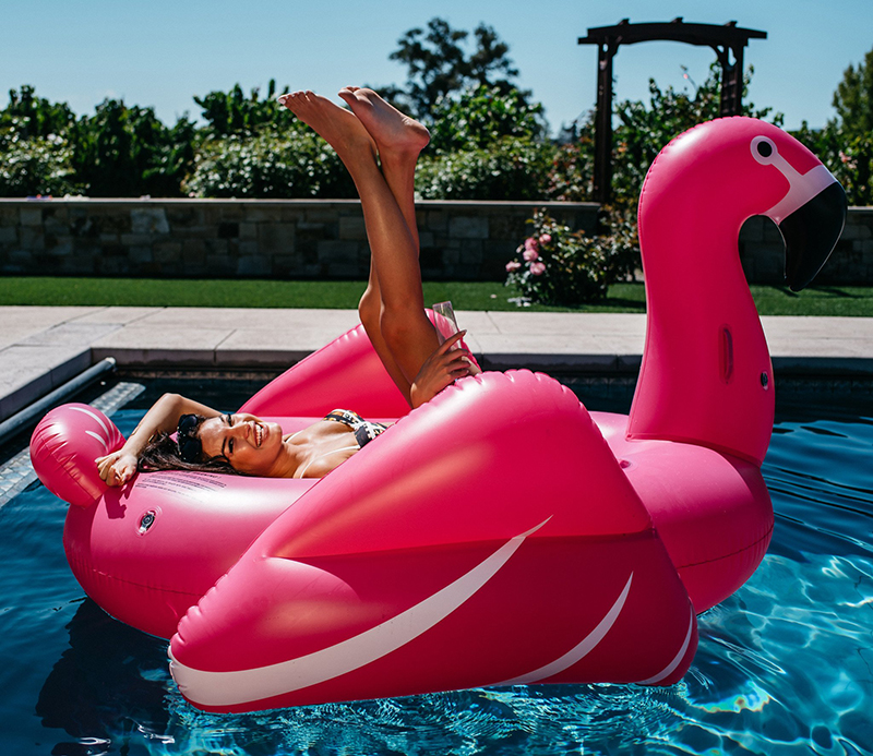 Giant-Inflatable-Flamingo-Swimming-Ring-Floating-Tube-Ride-On-Lifebuoy-Air-Mattress-Water-Toys-Holiday-Party (2)