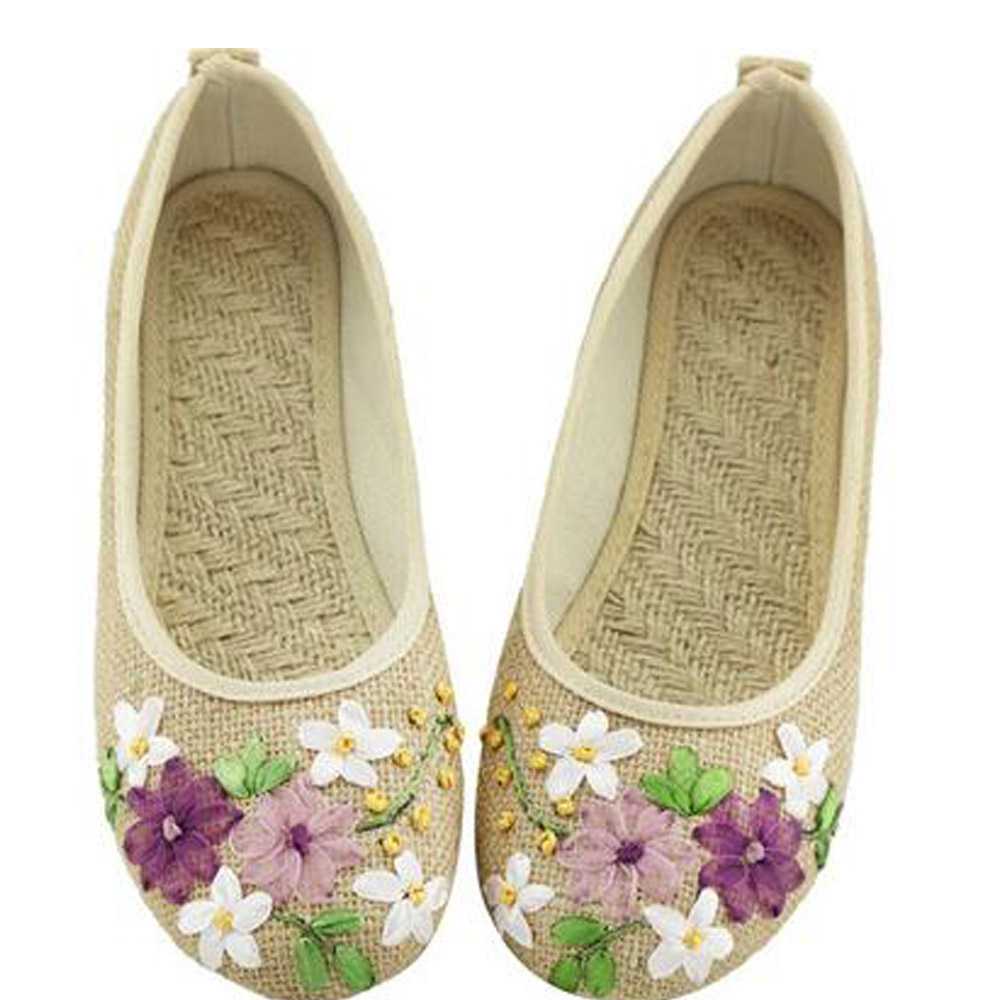 2017 Spring Retro Style Shoes Women Old Peking Flats Chinese Flower Embroidery Canvas Linen Shoes sapato feminino Big Size 42<br><br>Aliexpress