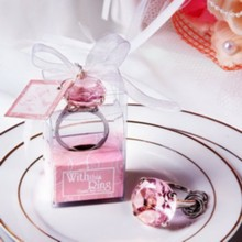 (100pcs/Lot)FREE SHIPPING+Cheap Wedding Favors Pink Crystal Ring Keychain Baby Birthday Party Giveaway Gift For Guest