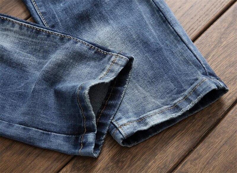 Rebitud teksad lukkudega