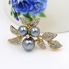 Factory Direct Sale Simulated Pearl Fruit and Crystal Leaf Brooch Pins for Women in assorted colors