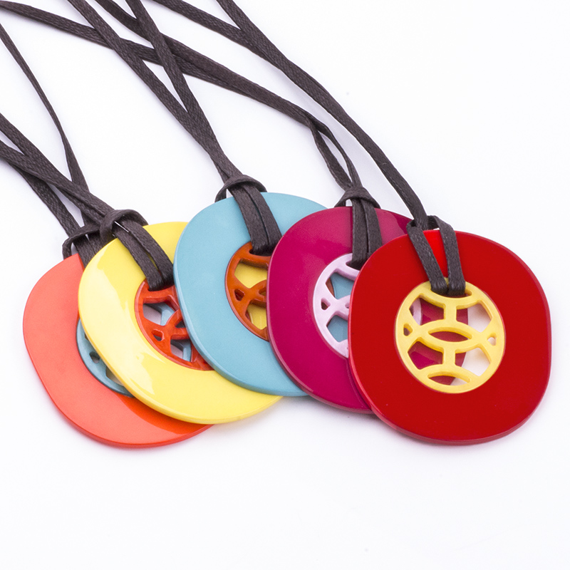 Vintage Fashion Acrylic Necklaces for Women 2018 New Statement With Big Resin Pendant Long Leather Chains Necklace Gift Jewelry