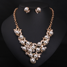 New Arrival Women's Delicate Jewelry Set European Luxury Suite Pearl Earrings Necklace Short Clavicle Female Accessory