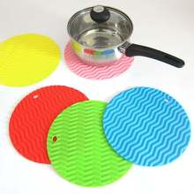 Hot 20cm Wave Stripe Non-Slip Heat Resistant Mat Cushion Pot Holder Table Silicone Kitchen Accessories(China)