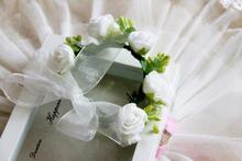 C20  High Quality  Wrist Corsage W/EVA Rose Flowers And Pip Berries Ribbon Ends For Wedding Bridesmaid Hand Flowers