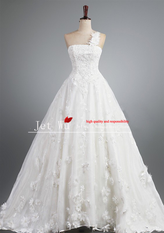 Real sample beautiful a line one shoulder lace appliqued covered organza wedding dress 2014 from china manufacturer s021(China (Mainland))
